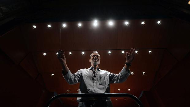 Leo Brouwer, durante un ensayo con la Orquesta de Córdoba en 2017