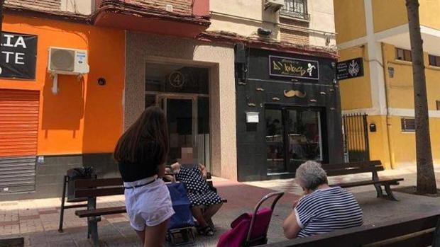 Vivienda en la que ha tenido lugar el parricidio en la calle Eduardo R España, en la zona de La Unión, en Málaga