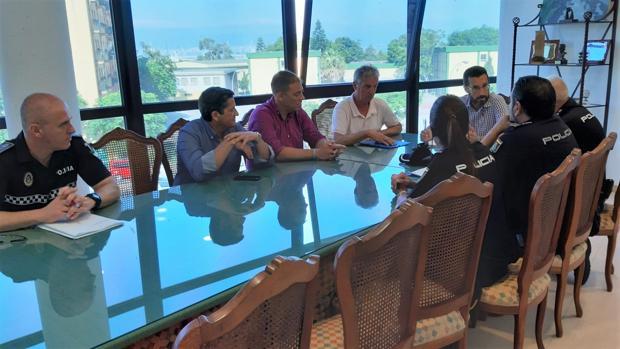 Imagen de la reunión de coordinación de seguridad para la Feria de La Línea