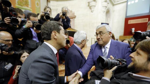 Antonio Ramírez de Arellano saluda a Juanma Moreno