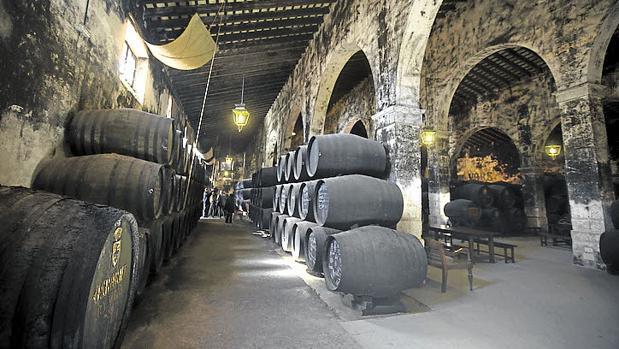Interior de una de las bodegas portuenses que se pueden visitar