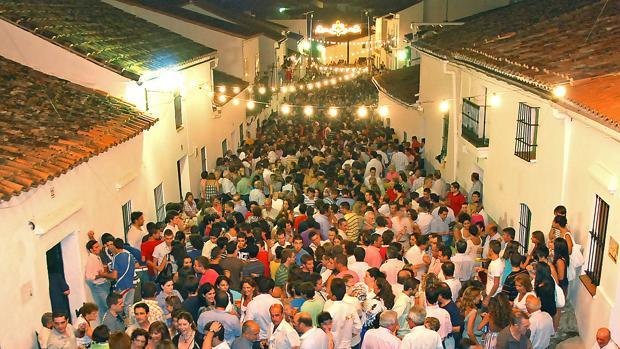 Imagen de la calle larga donde se celebra la fiesta