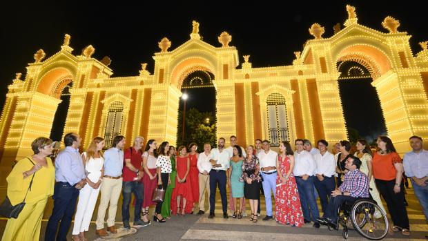 El alcalde, junto a otras autoridades, han inaugurado la Feria de Almería.