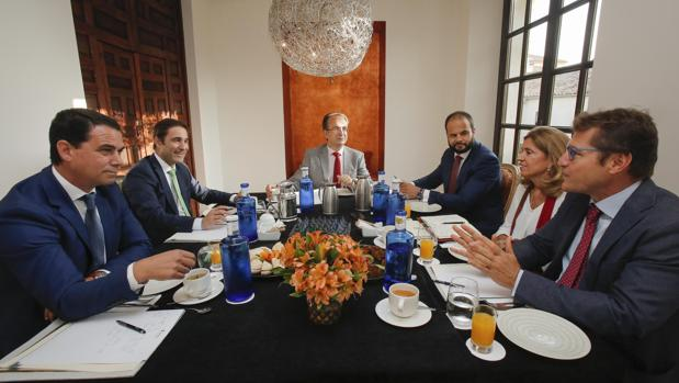 Jonás Morais, César Téllez, Luis Miranda, Luis Luengo, María Jesús Botella y Rafael Agüera, durante la mesa redonda