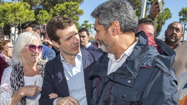 Pablo Casado y Juan José Cortés en un acto en Huelva