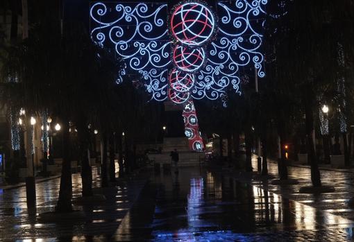 Iluminación navideña encenddida en Cádiz este jueves