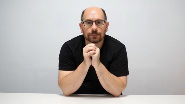 Javier Blánquez publicó «Loops 1» en 2002, junto al DJ Omar León y 12 especialistas, y regresa ahora él solo con «Loops 2. Una historia de la música electrónica en el siglo XXI»