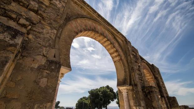 Uno de los arcos de herradura de Medina Azahara