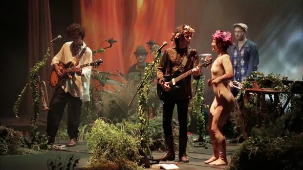 Los murcianos presentan este jueves, 23 de agosto, su original espectáculo «El jardín de las delicias»