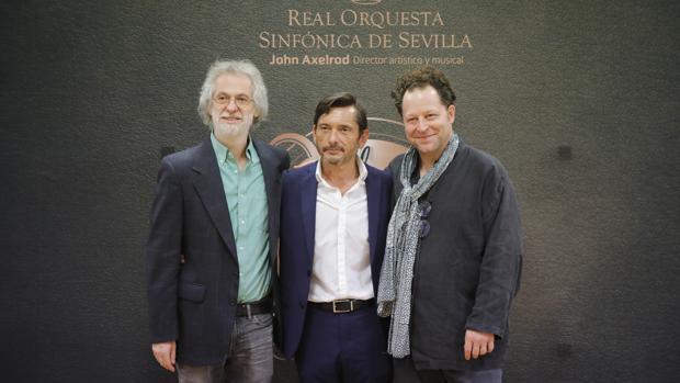 Samuel Zyman, José María Gallardo del Rey y John Axelrod en la presenación del concierto