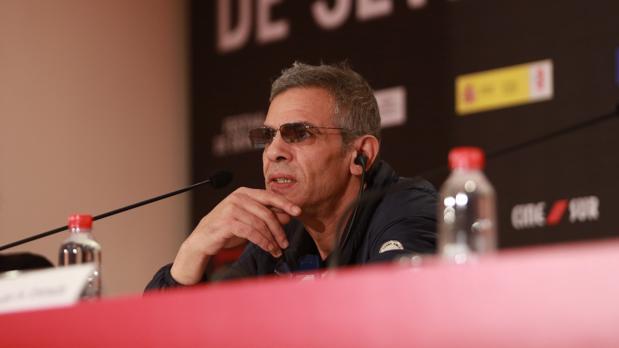 Abdellatif Kechiche durante su rueda de prensa en el festival