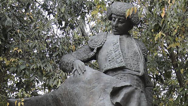 Monumento a Chicuelo en la Alameda