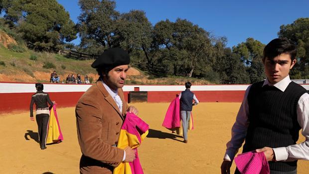 Morante de la Puebla juntoa Lolillo Soto, uno de los novilleros que actuará en el festejo