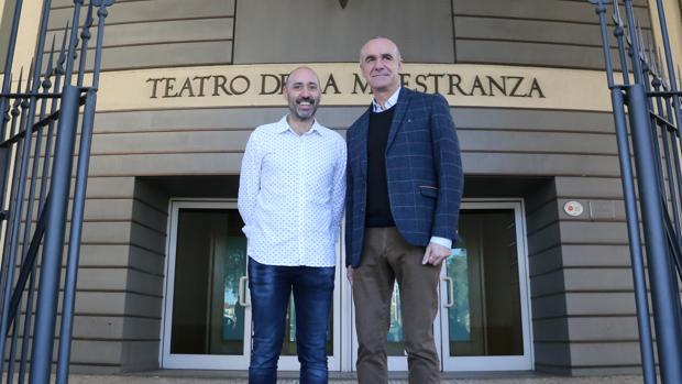 El nuevo director del Maestranza, Javier Menéndez, y Antonio Muñoz