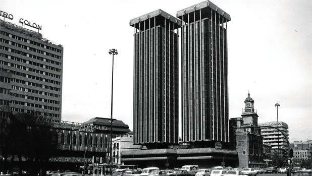 Torres Colón, con su aspecto actual, fruto de una exigencia urbanística