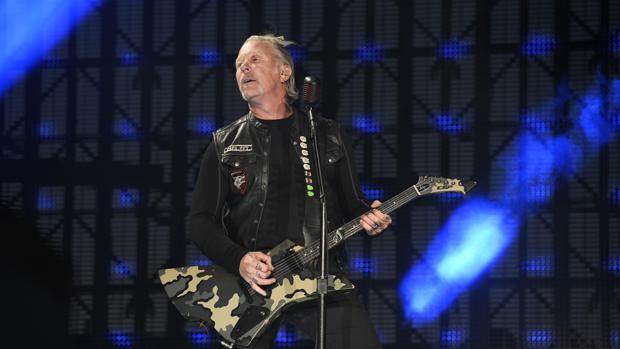 James Alan Hetfield, líder y guitarrista del grupo, durante el concierto en Madrid
