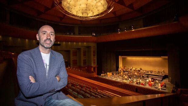 El director general Javier Menéndez en el Teatro de la Maestranza
