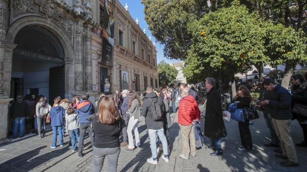Colas para acceder al museo a la antológica de Murillo