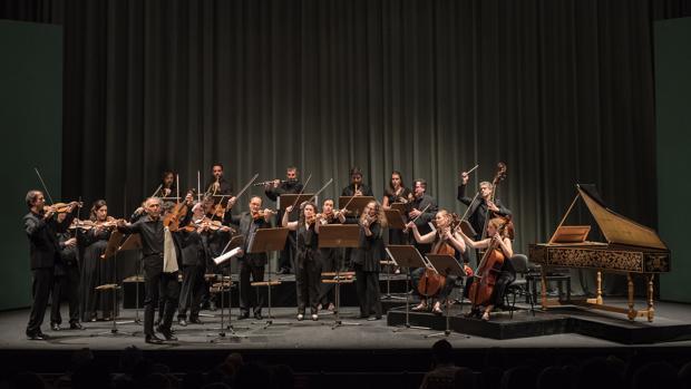 Enrico Onofri junto a la Orquesta Barroca de Sevilla