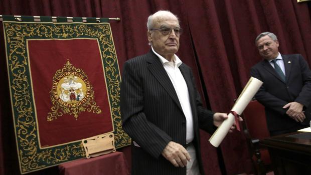 Luis Gordillo ha recibido el VI Premio de Cultura de la Universidad de Sevilla