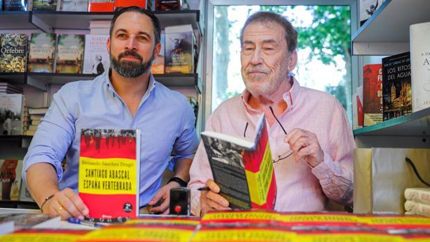 Santiago Abascal, líder de Vox, junto a Fernando Sánchez Dragó