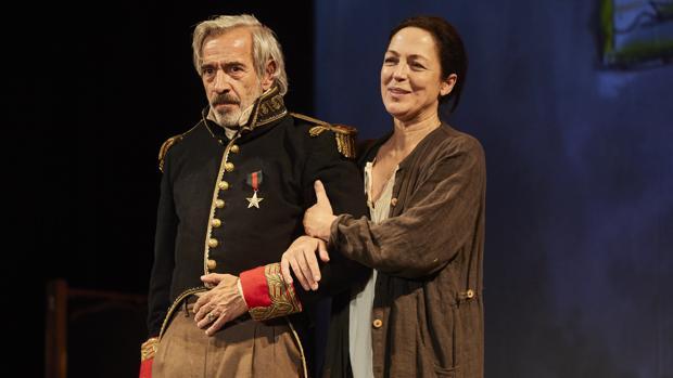 Imanol Arias y Cristina de Inza en «El coronel no tiene quien le escriba»