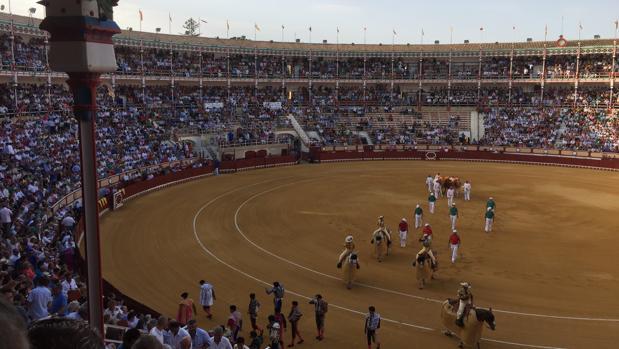 Paseillo en la plaza de toros de El Puerto de Santa María -