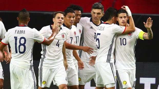 Los colomnbianos celebran el gol