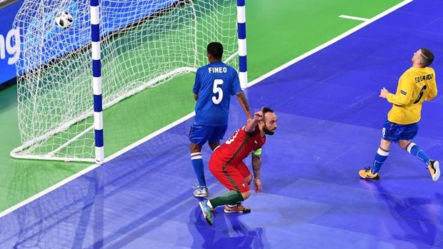 Ricardinho celebra uno de sus goles ante Azerbaiyán