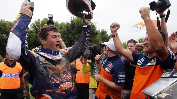 Marc Coma celebra su último título en el Dakar, en 2015