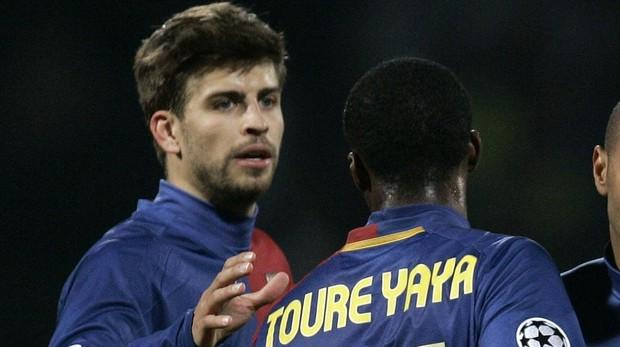 Pigué y Yaya Touré, durante un partido con el Barcelona en el año 2009
