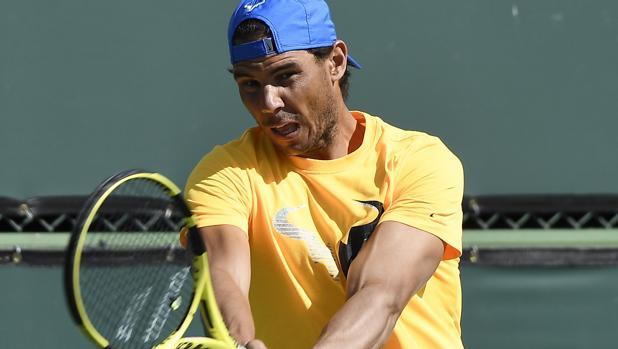 Rafa Nadal, durante un entrenamiento en Indian Wells