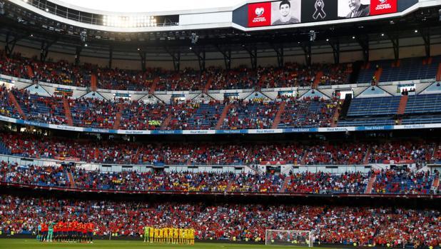 Minuto de silencio en el Bernabéu