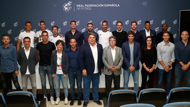 Raúl, Xavi, Valdés y Xabi Alonso, entre los nuevos entrenadores UEFA Pro