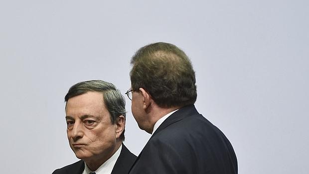 El presidente del Banco Central Europeo (BCE), Mario Draghi, y su vicepresidente, Vitor Constancio