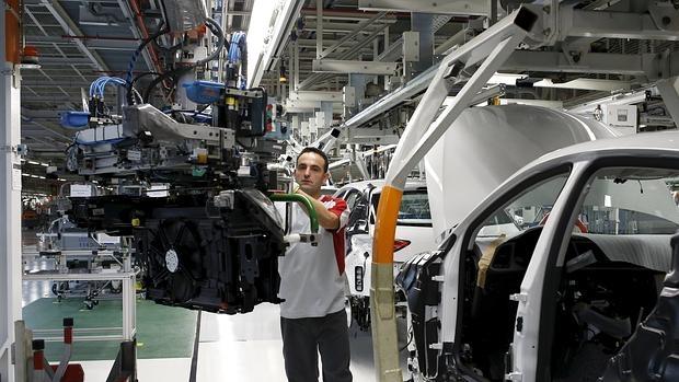 Trabajador en la fábrica de Martorell en Barcelona