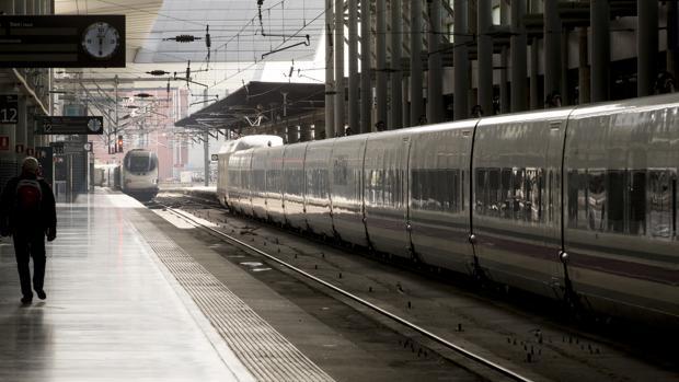 Trenes de alta velocidad en la estación de Atocha de Madrid