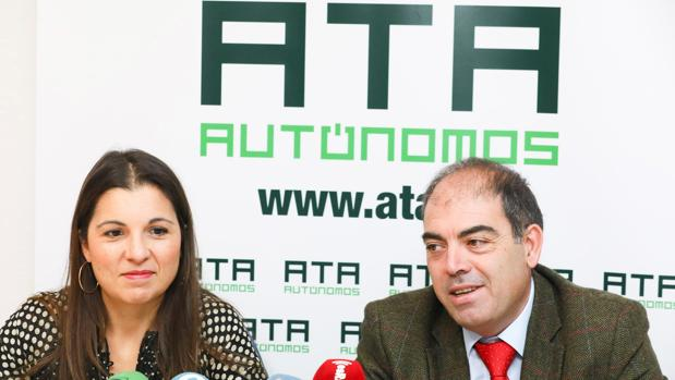 El presidente de la ATA, Lorenzo Amor, junto con la presidenta de la ATA de Valladolid, Soraya Mayo