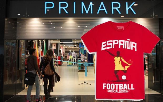 Una tienda Primark y una camiseta de España vendida por la marca