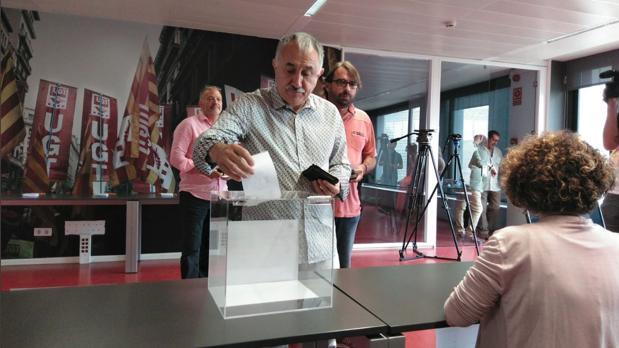 Pepe Álvarez participó en la votación en Cataluña