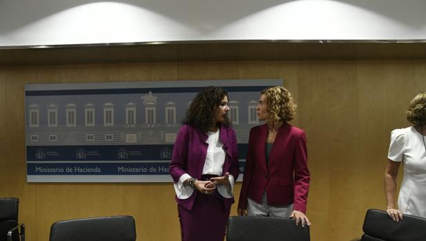 La ministra de Hacienda, María Jesús Montero, junto a la de Política Territorial, Meritxell Batet, en el Consejo de Política Fiscal de hoy