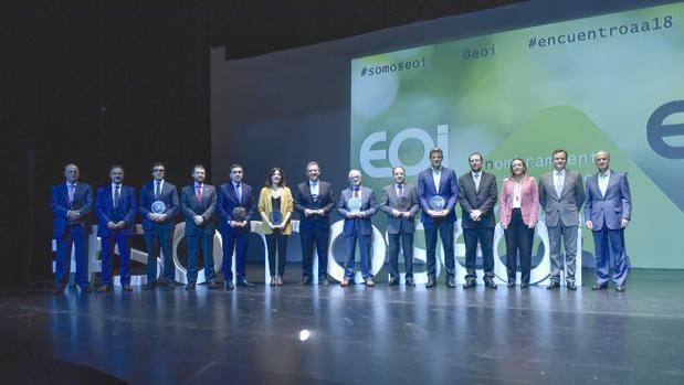 Los representantes de las empresas e instituciones que firmaron el convenio en 2003 con responsables de EOI tras ser nombrados socios de honor