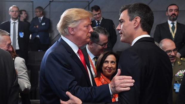 Donald Trump, presidente de EE.UU., junto a Pedro Sánchez, presidente del Gobierno de España