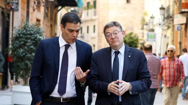 El presidente del Gobierno, Pedro Sánchez, junto al de la Comunidad Valenciana, Ximo Puig