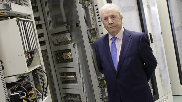 Luis Viu, fundador y presidente ejecutivo de Montrel, en la planta de fabricación de la compañía en Dos Hermanas