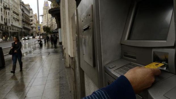 Adicae reclama la regulación efectiva de las comisiones bancarias