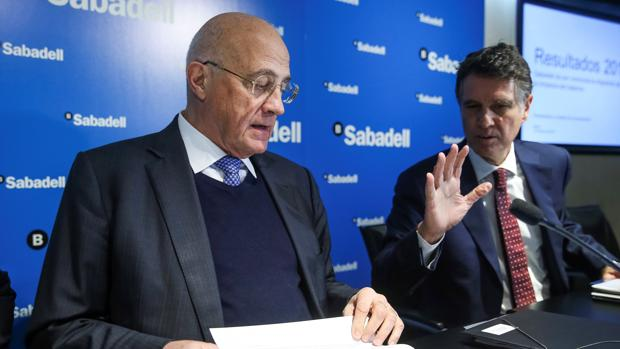 El presidente del Sabadell, José Oliu, y su consejero delegado, Jaime Guardiola