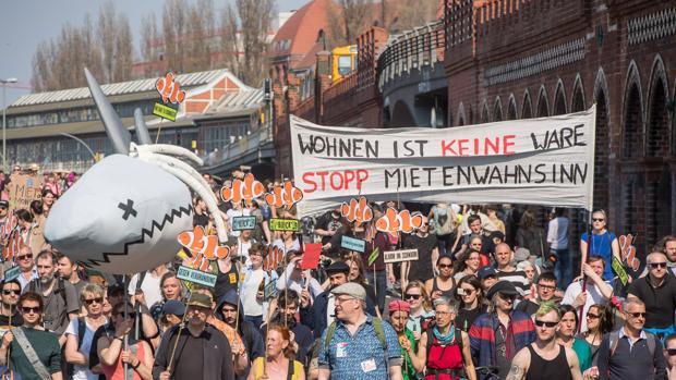 Un grupo de ciudadanos en Berlín en una de las tantas protestas contra el alza del precio del alquiler