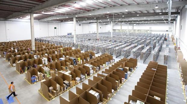 Almacen de Amazon con pedidos listos para su reparto