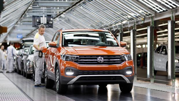 Línea de montaje de la factoría de Volkswagen Navarra en Landaben